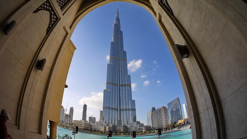 Extreme Tall Building Cleaning: The Challenges of Cleaning the Tallest Buildings in the World